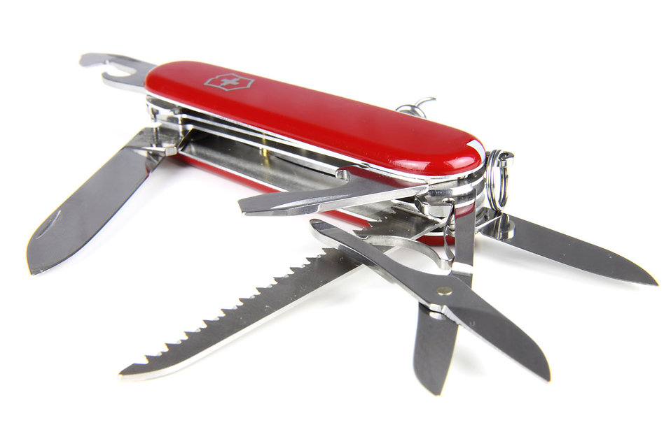 9182-a-swiss-army-knife-isolated-on-a-white-background-pv (1)