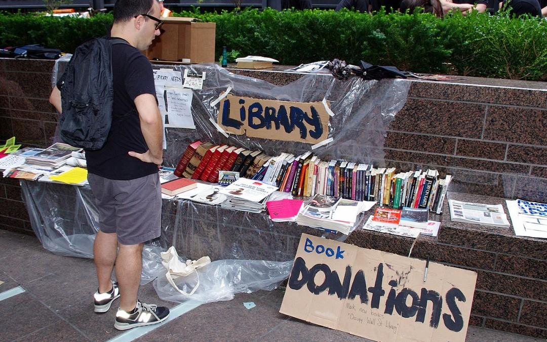 BiblioDebout : SavoirsCom1 appelle à créer une bibliothèque éphémère sur la Place de la République !